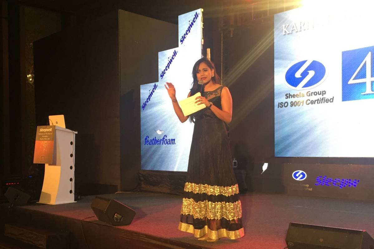 Multilingual MC Reena hosts Sleepwell Karnataka Dealers Meet 2017