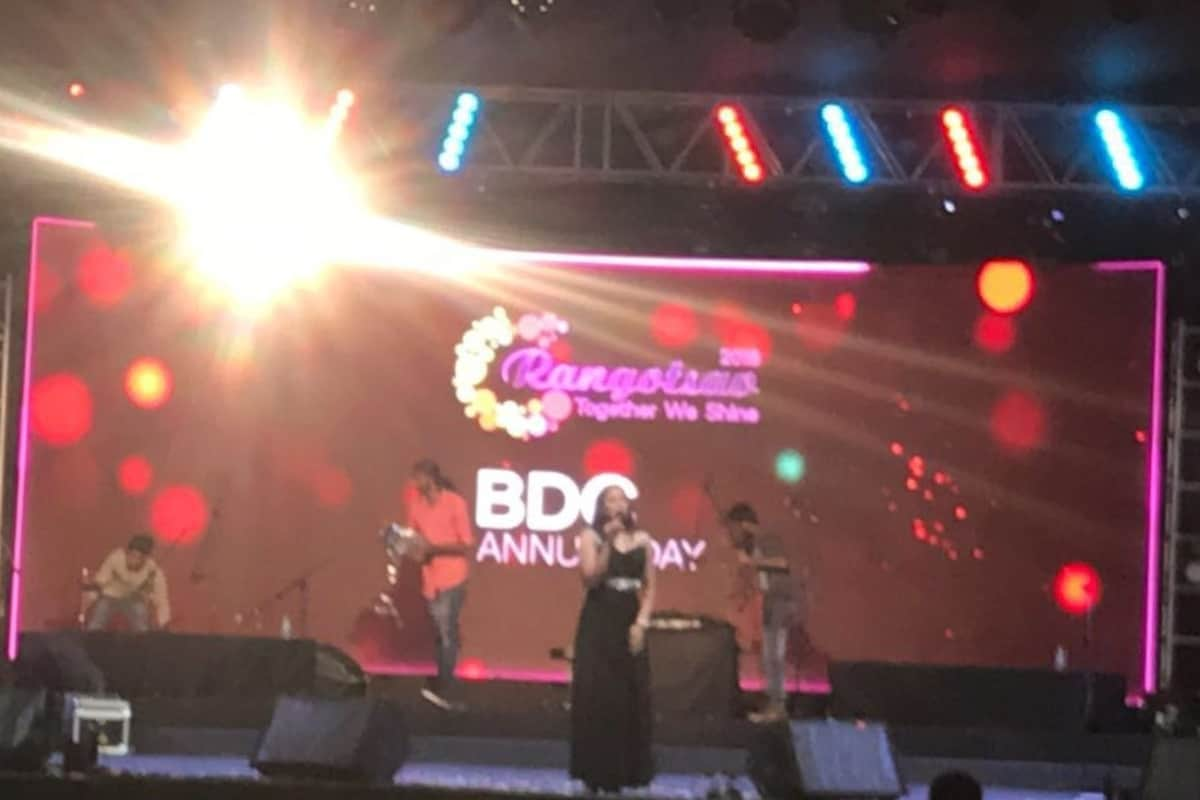 Anchor Reena Dsouza hosts Qualcomm BDC Annual Day Rangotsav 2018