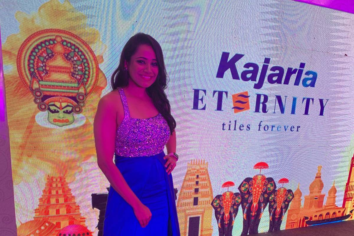 Emcee Anchor Reena Dsouza hosts Kajaria Tiles customer meet 2019